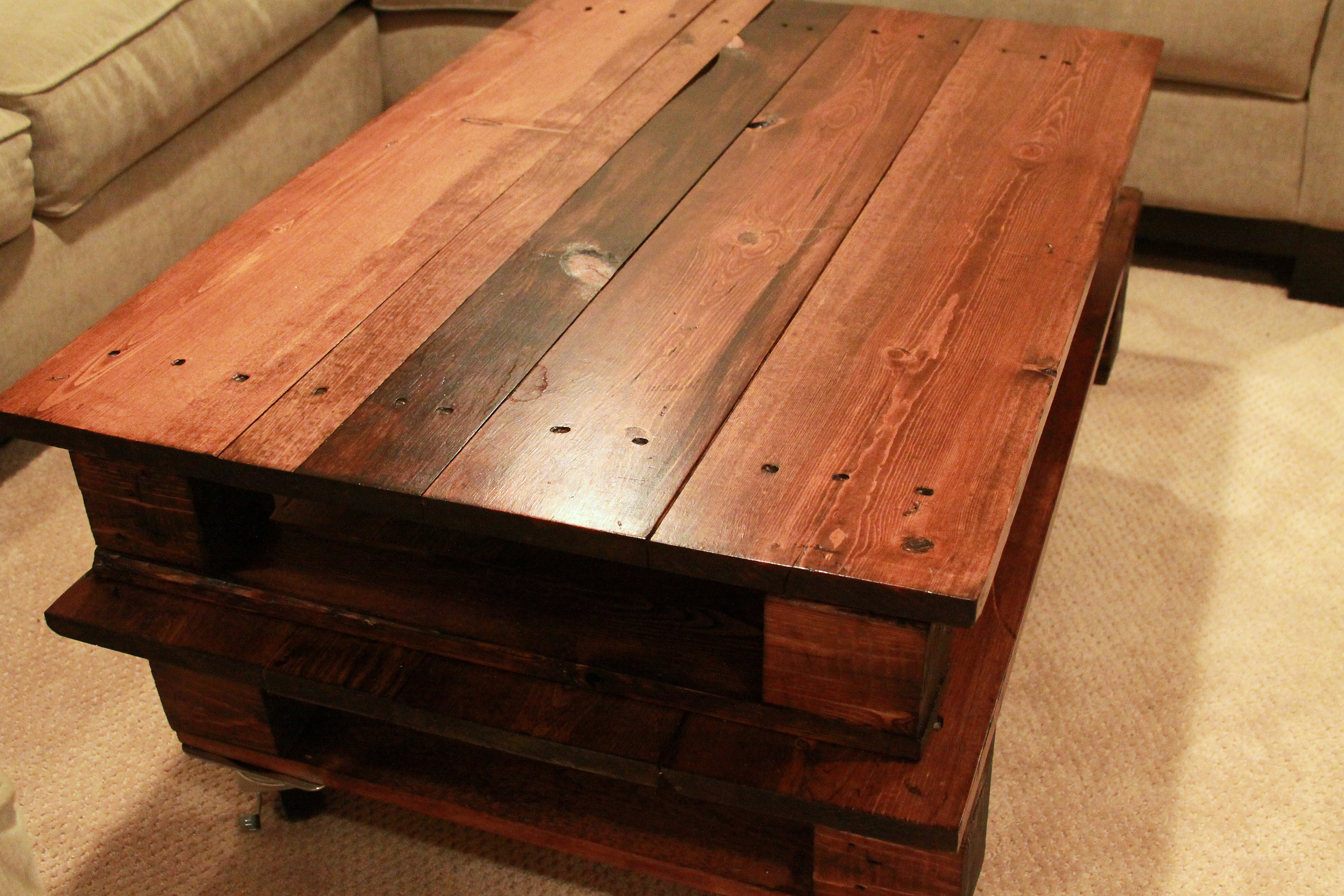 Lovely DIY Pallet Coffee Table - Espresso and CreamEspresso and Cream AZ86
