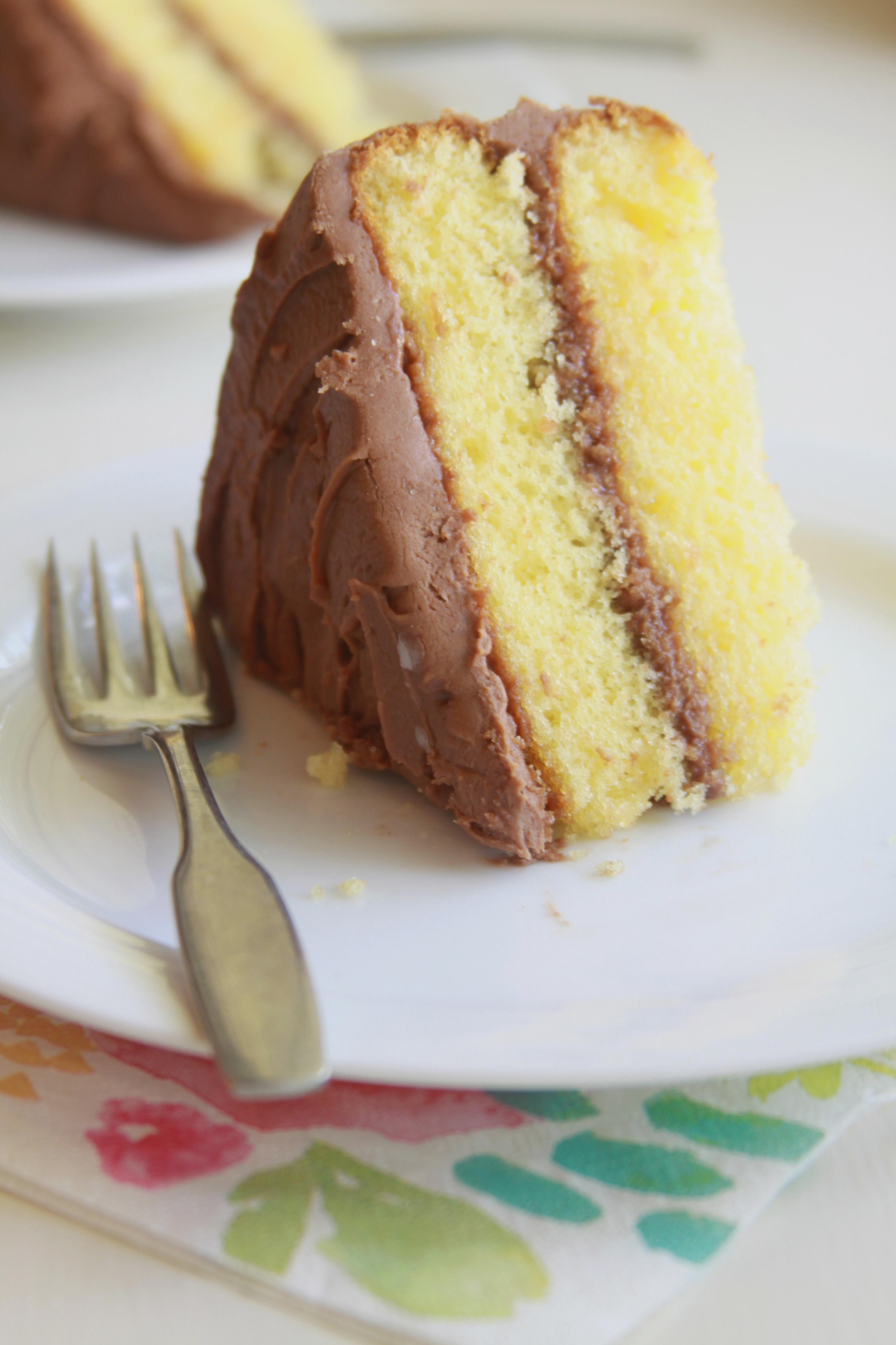 Recipe yellow cake with chocolate frosting